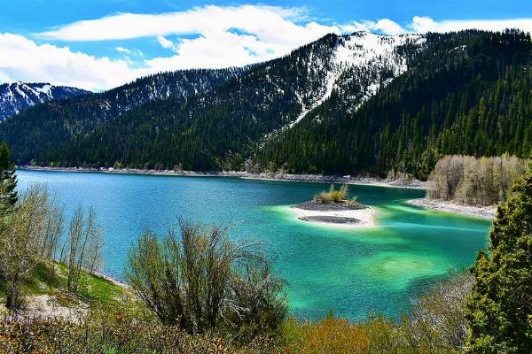 Upper Palisades Lake in May courtesy of Zakk Eckman‎↗