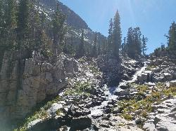Cascades from Ice Flow Lake courtesy of endovereric↗