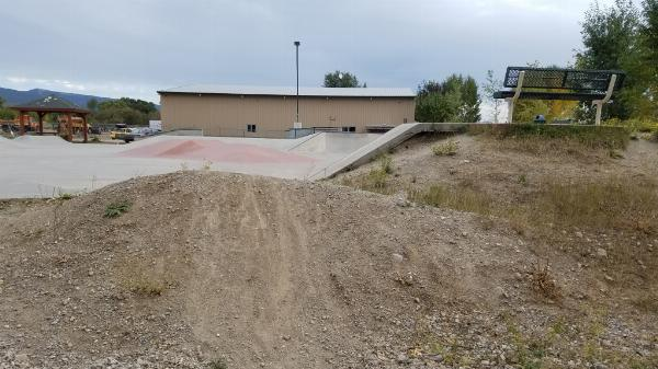 Final dirt jump courtesy of elico3000↗